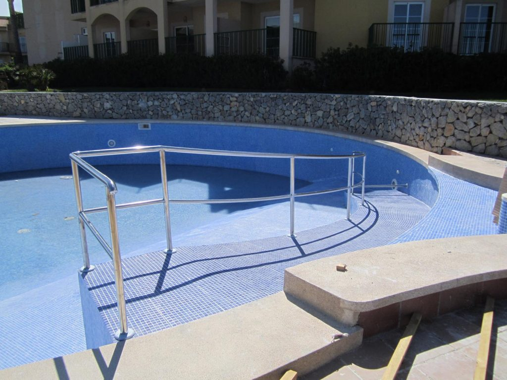 Barandillas escaleras piscina