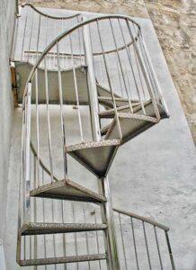 Escalera de caracol en acero inoxidable realizada por Extivent