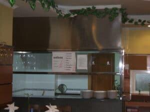 Campana de acero inoxidable a medida instalada en restaurante