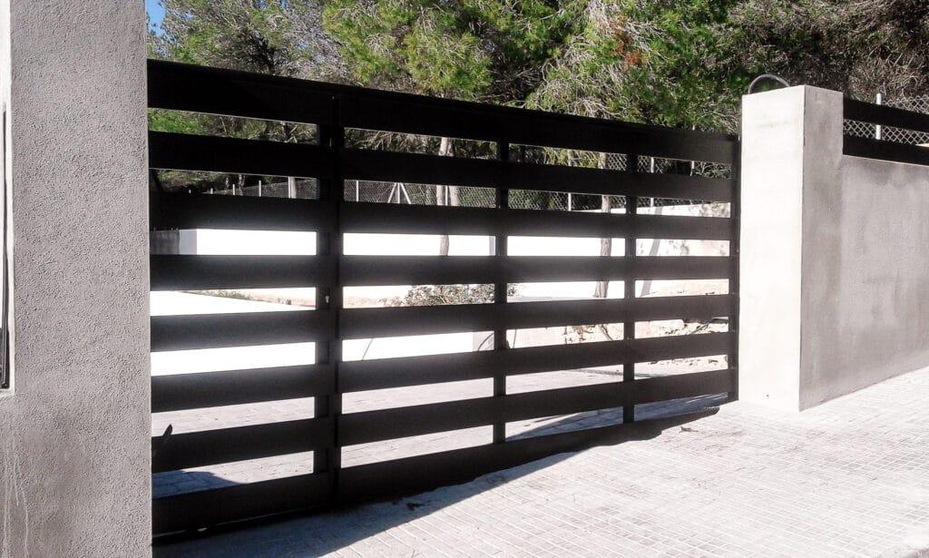 cerramiento metalico jardin