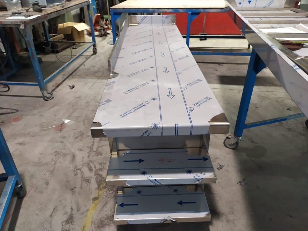 Muebles con estantería lateral